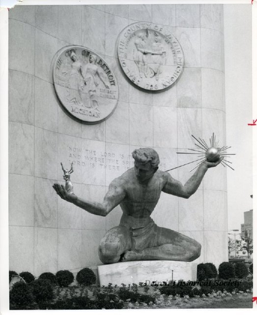 1963 : Detroit Statues Forever Linked by Prank