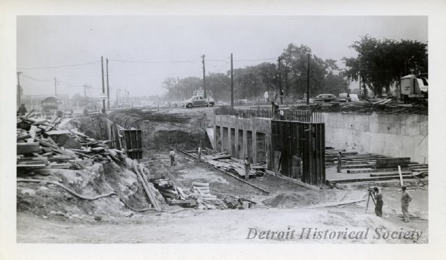 Davison Freeway construction, 1942