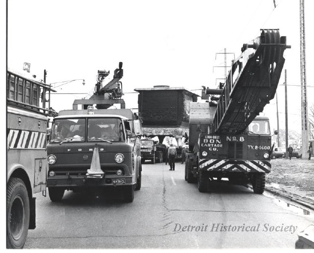 Moving the World's Largest Stove on Eight Mile Road, 1973